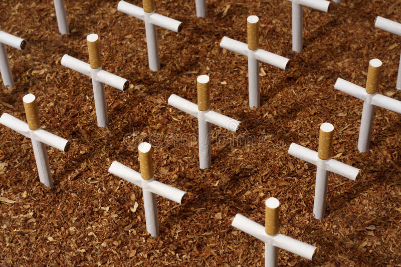 墓地香烟 免版税库存照片