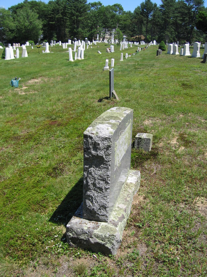 Download 墓地 库存图片. 图片 包括有 死亡, 石头, 剧情, 坟茔, 沉寂, 水泥, 安静, 更加恼怒的, 墓碑, 简单 - 181667