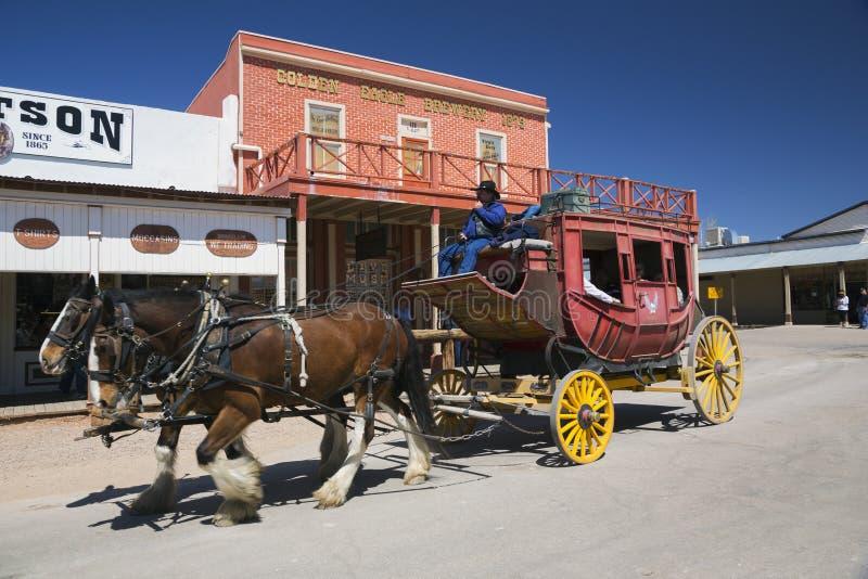 墓碑、亚利桑那、美国、2015年4月6日,阶段O的教练在Doc Holliday的老西部镇家和怀亚特Earp和枪战 免版税库存照片
