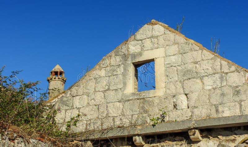 墙壁和烟囱 免版税库存照片