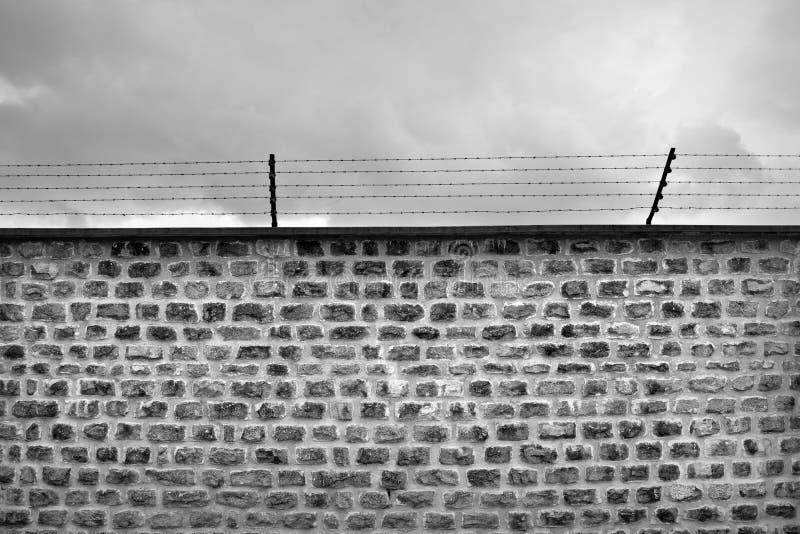 墙壁和barbwire 免版税图库摄影