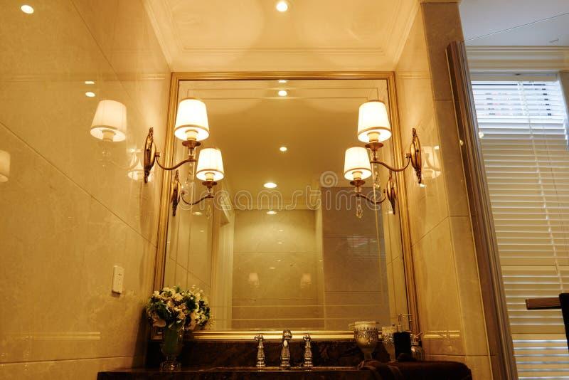 墙壁照明设备在洗手间 库存图片