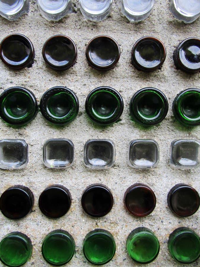 墙壁由玻璃瓶制成 图库摄影