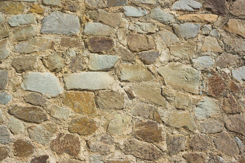 墙壁的片段 自然石头石工  免版税库存图片