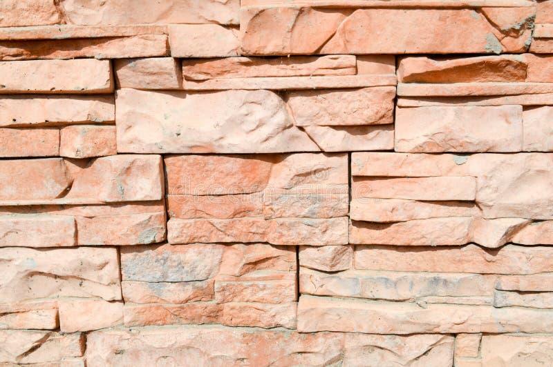 墙壁的纹理从装饰人为石瓦片的是被雕刻的砖锐利 抽象背景异教徒青绿 免版税库存图片