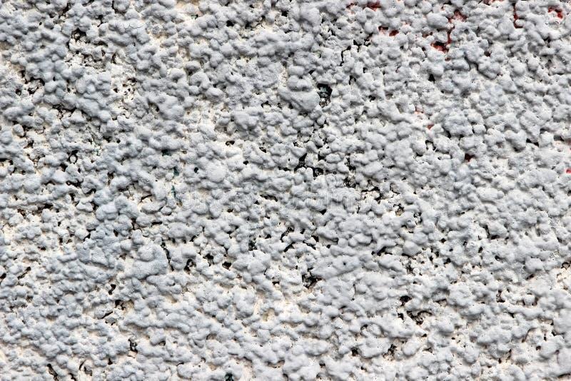 墙壁的纹理由被击碎的石头制成涂灰泥与水泥 岩石作为在房子墙壁上的外部涂层使用的破折号灰泥 图库摄影