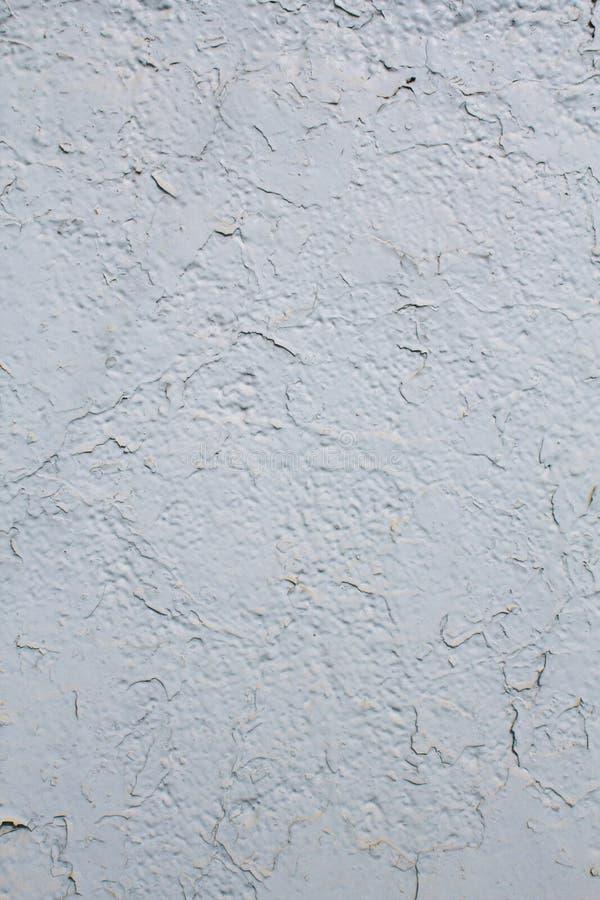 墙壁的纹理绘与破裂的白色油漆 库存图片