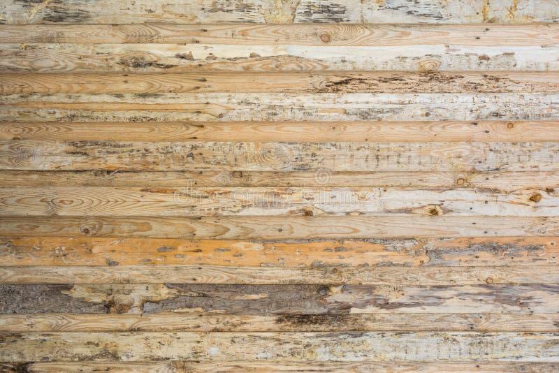 墙壁的纹理水平地被找出的由木板条做成,木头的表面不足被对待,许多木的纤维 免版税库存照片