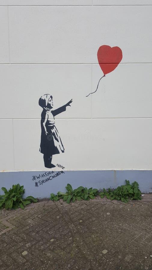墙壁艺术品的女孩 免版税图库摄影