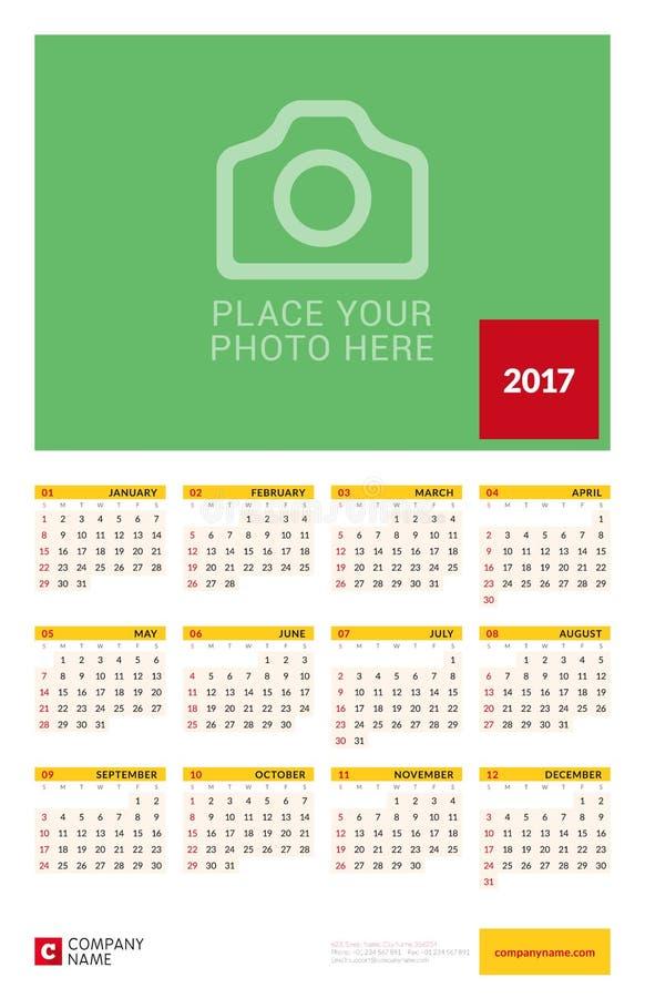 墙壁逐年日历海报2017年 传染媒介设计与地方的印刷品模板照片的 星期星期天开始 向量例证