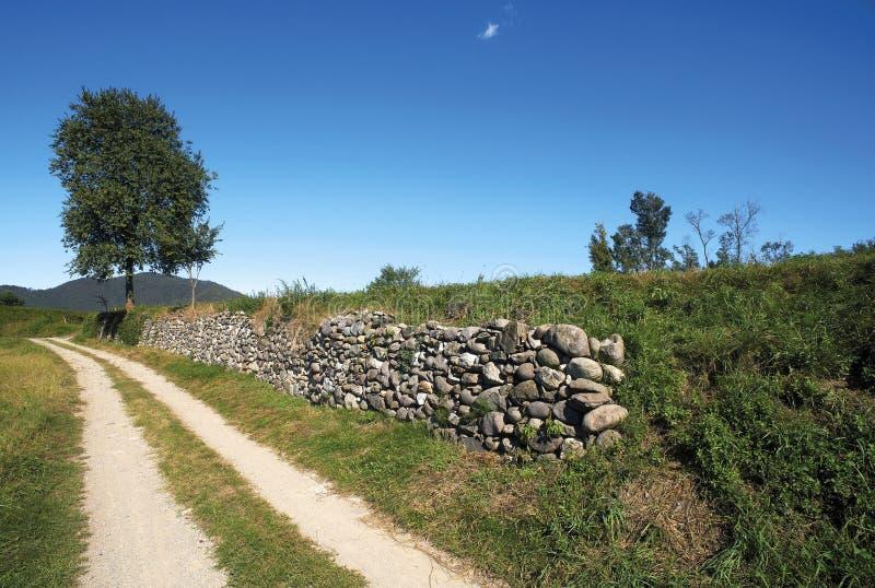 Download 墙壁 库存照片. 图片 包括有 墙壁, 小山, 石渣, 葡萄, 石头, 葡萄园, 问题的, 国家(地区) - 22357834