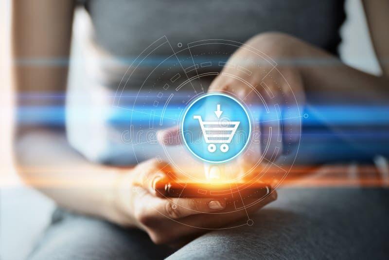 增加到推车互联网网商店购买网上电子商务概念 免版税库存照片
