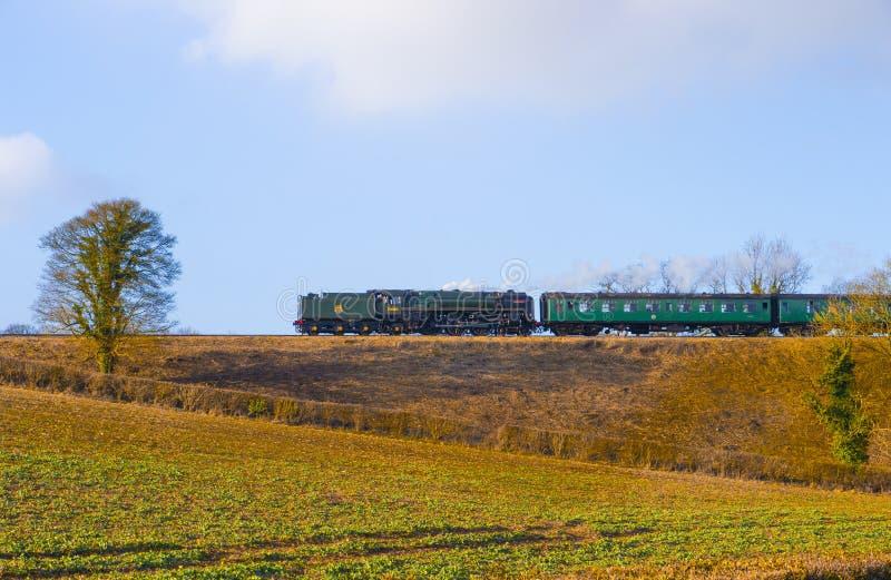 """增殖比标准类7蒸汽机车""""BRITANNIA """"ON中间 免版税图库摄影"""