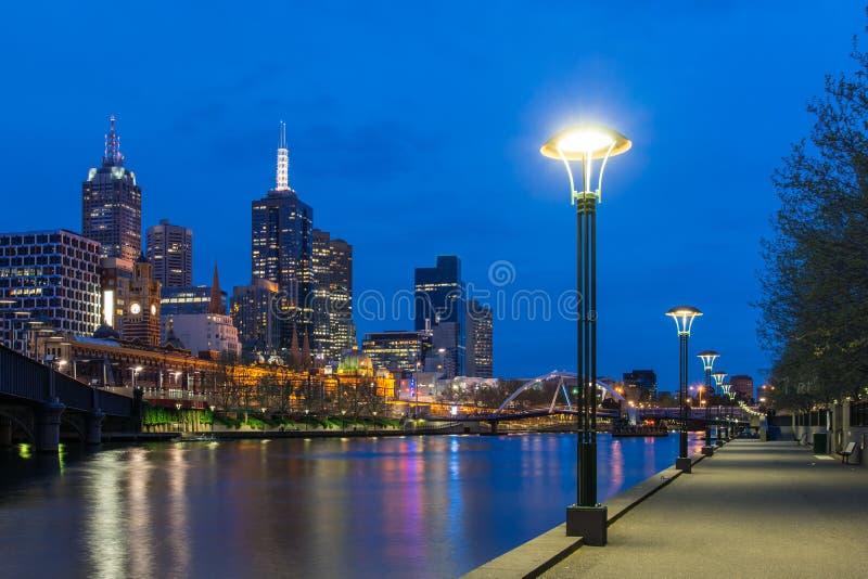 墨尔本市在晚上 免版税库存图片