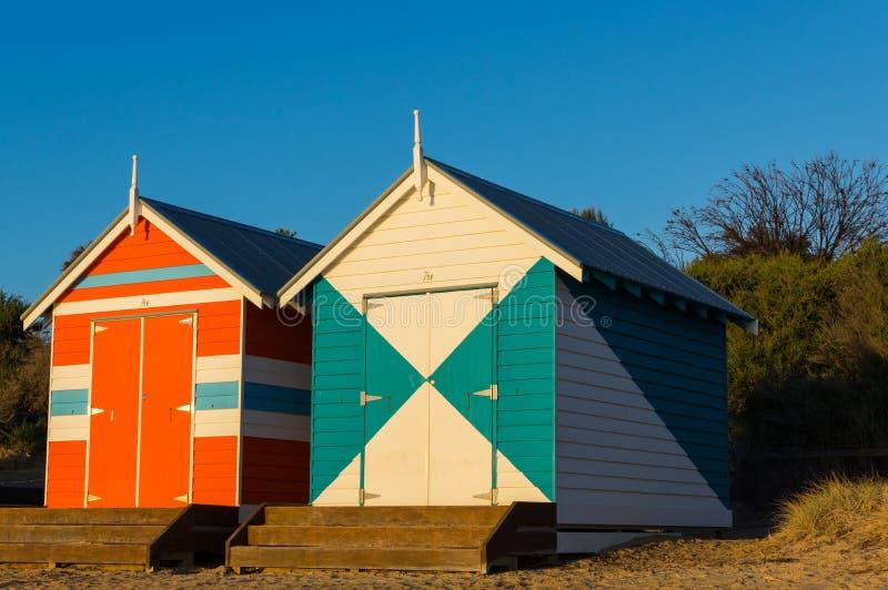 墨尔本,澳大利亚- 2018年3月31日:在布赖顿海滩,一个普遍的市内贫民区海滩的五颜六色的沐浴的箱子 有82沐浴 图库摄影
