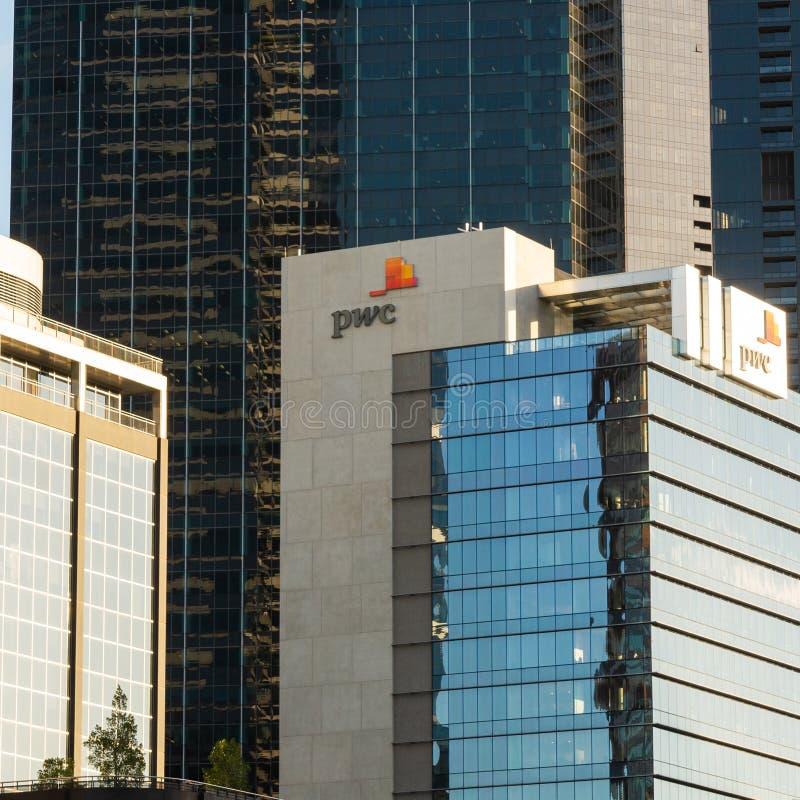 墨尔本,澳大利亚- 2018年7月6日:在Southbank大厦的PwC商标 免版税图库摄影