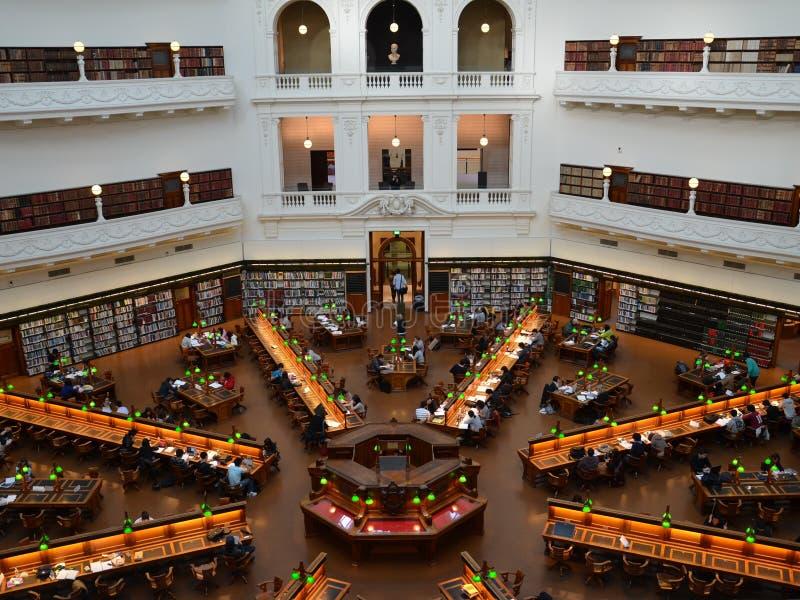 墨尔本,维多利亚,澳大利亚, 2013年10月5日 阅览室La Trobe室维多利亚, Swanston街州立图书馆  免版税库存图片
