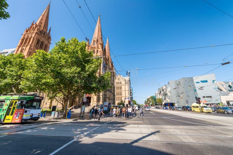 墨尔本- 2015年10月:游人参观城市街道 墨尔本 图库摄影