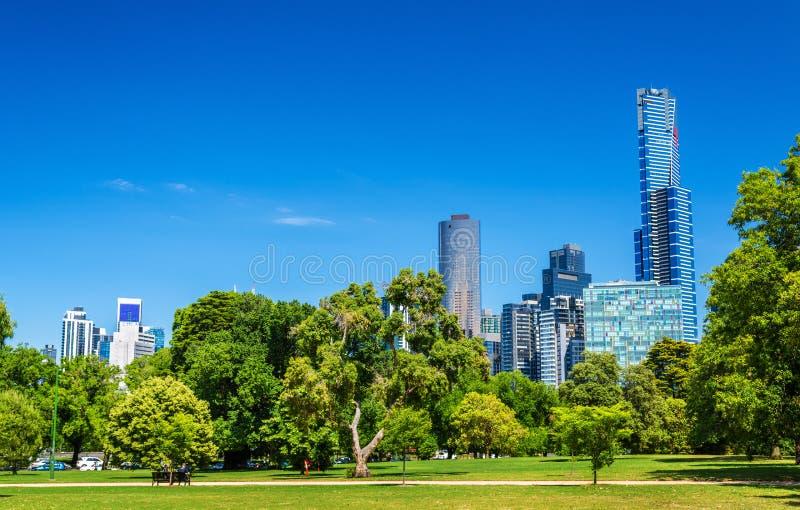 墨尔本-澳大利亚都市风景从domain国王parklands的