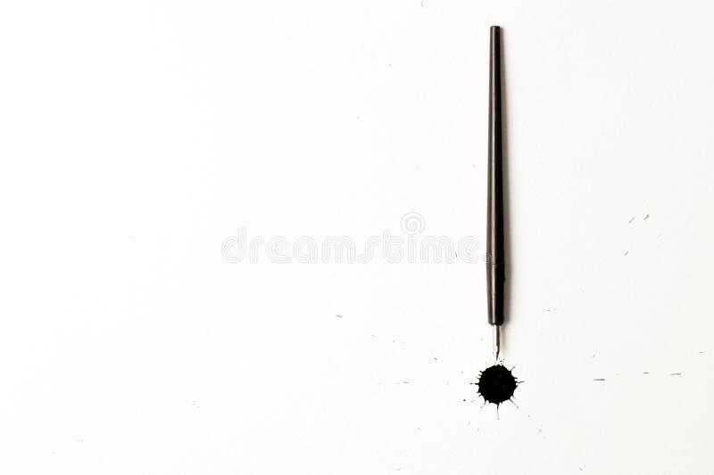 墨水斑点和书法笔 免版税库存照片