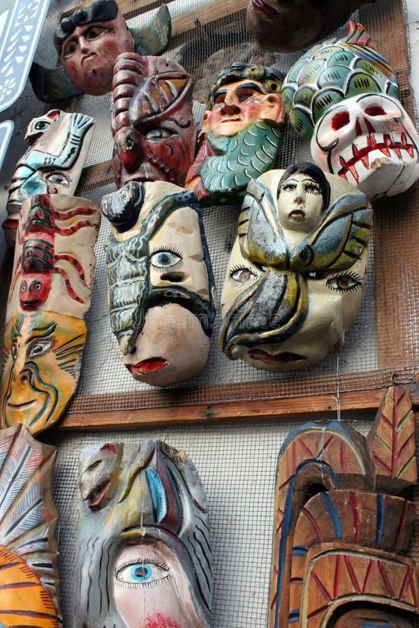 墨西哥五颜六色的手画头骨骨骼,动物面具,死的死亡的dias de los muertos天 图库摄影