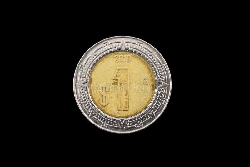 墨西哥人一在黑背景隔绝的比索硬币 免版税图库摄影