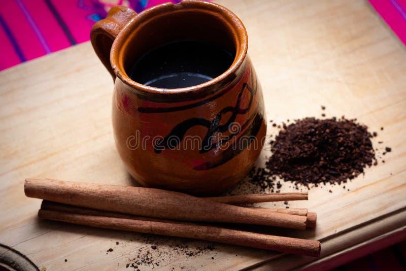 墨西哥人Café de olla w/cinnamon和碾碎的咖啡 库存照片