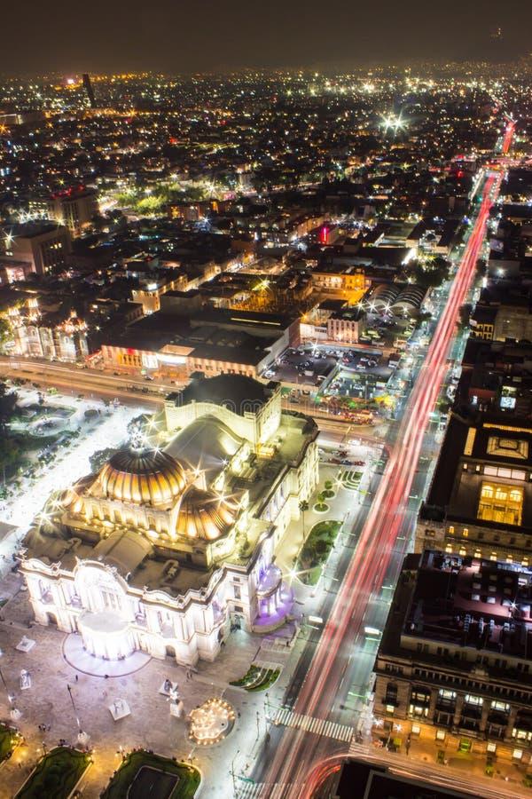 墨西哥城、光足迹和贝拉斯阿特斯鸟瞰图  库存图片