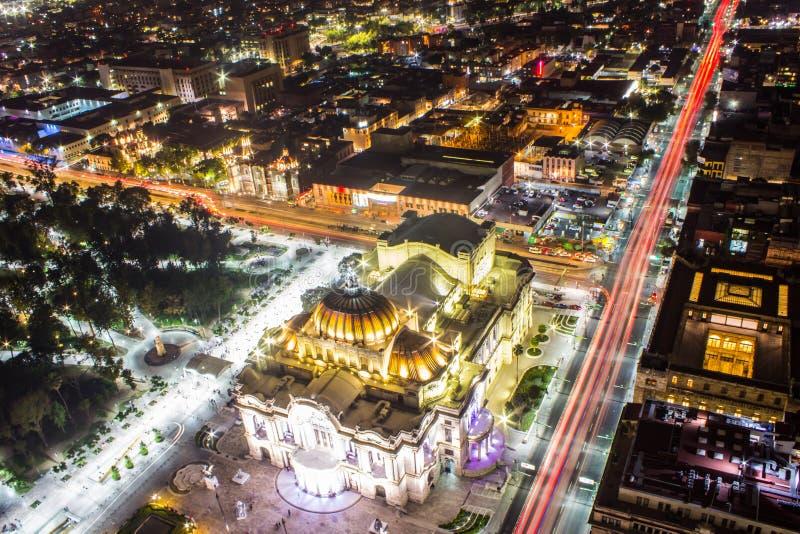 墨西哥城、光足迹和贝拉斯阿特斯鸟瞰图  免版税库存图片