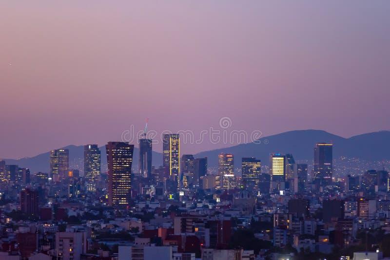 墨西哥城地平线日落全景 库存图片