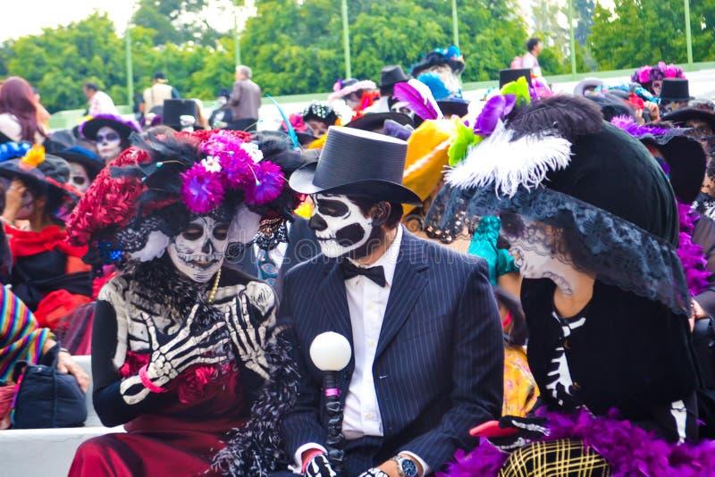 墨西哥城,墨西哥;2015年11月1日:catrinas游行在亡灵节庆祝的在墨西哥城 库存照片