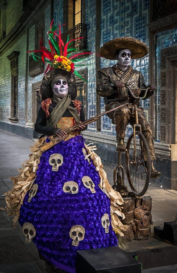 墨西哥城,墨西哥- 2013年11月, 21日:墨西哥街道音乐家 免版税库存图片