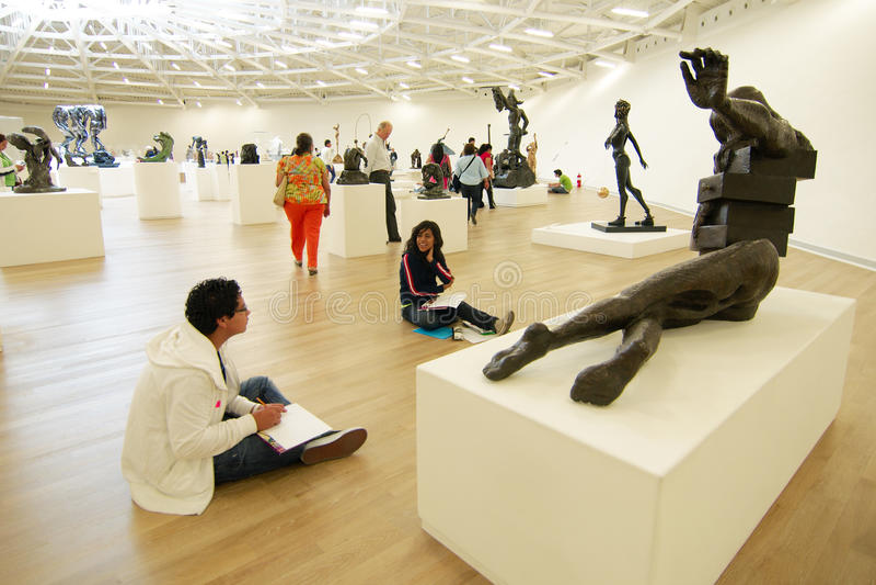 墨西哥城,墨西哥- 2011年:Soumaya博物馆的内部 Museo Soumaya,设计由墨西哥建筑师费尔南多・罗梅罗我 免版税库存图片