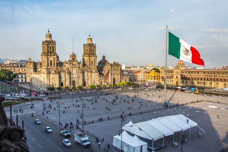 墨西哥城- 2017年2月5日:从雅西都主教座堂的圆顶的宪法广场Zocalo视图 库存图片