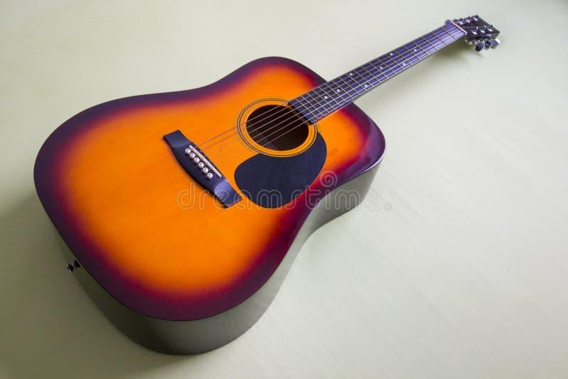 Download 墨西哥声学吉他 库存图片. 图片 包括有 字符串, 经典, 爱好健美者, 音乐, 红色, 吉他, 橙色, 声音 - 62531569