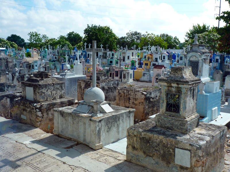 墨西哥尤加坦五颜六色的公墓在Isla Mujeres 免版税库存照片