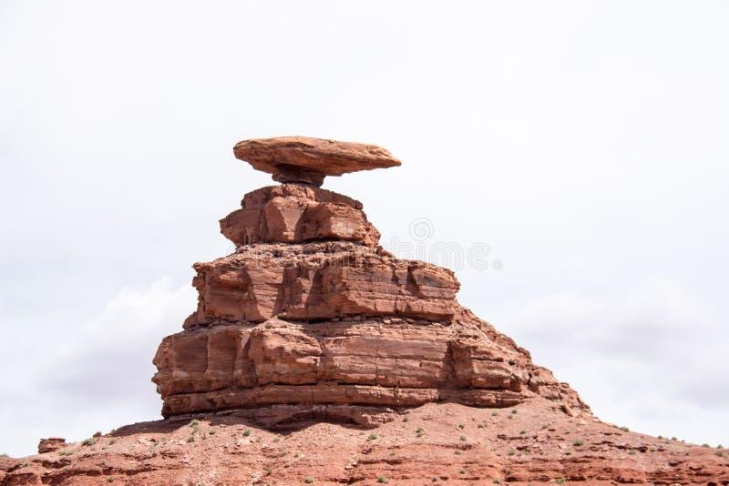 墨西哥帽岩层在犹他是一个著名地标 免版税库存照片
