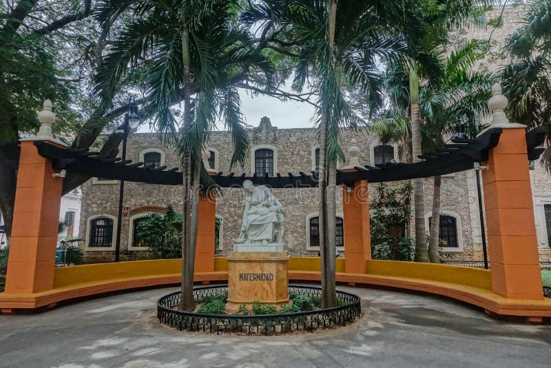 墨西哥梅里达:纪念母亲的雕像 库存图片