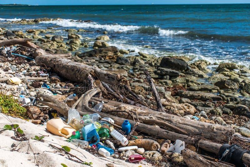 墨西哥海洋污染问题塑料废弃物 免版税库存照片
