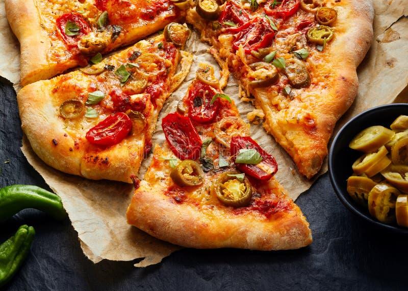 墨西哥胡椒薄饼用蕃茄和草本,关闭 免版税库存图片