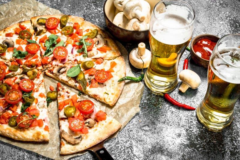 墨西哥薄饼用冰镇啤酒 免版税库存图片
