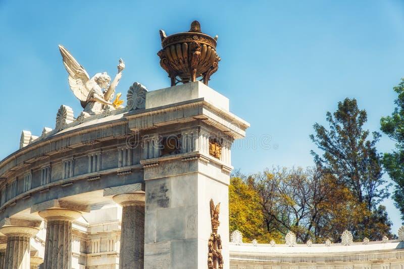 墨西哥,墨西哥城, Almeda公园 对贝尼托华雷斯的纪念碑 库存照片