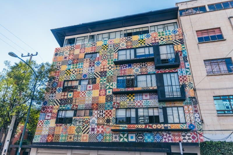墨西哥- 9月19 :用不同的样式和颜色的现代大厦 免版税库存图片