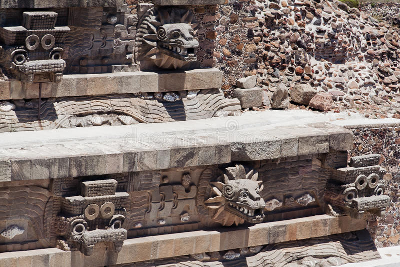 墨西哥quetzalcoatl寺庙 免版税库存图片