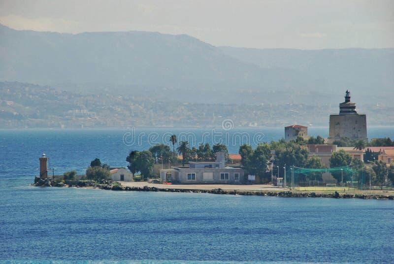 墨西拿意大利港的风景看法  免版税库存照片