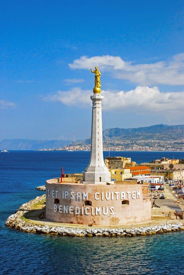 墨西拿意大利港的风景看法  免版税图库摄影
