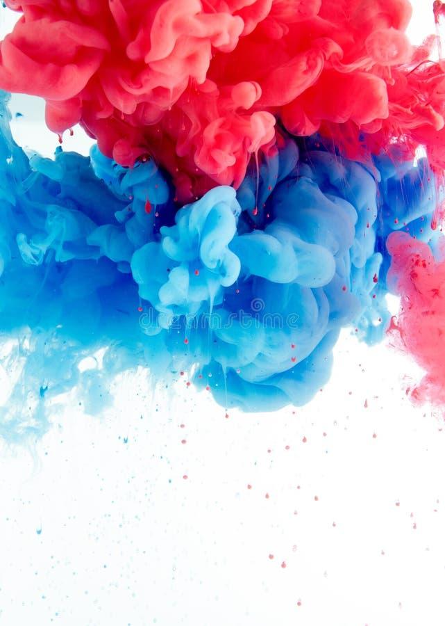 从墨水颜色混合的抽象背景在水中 免版税库存图片