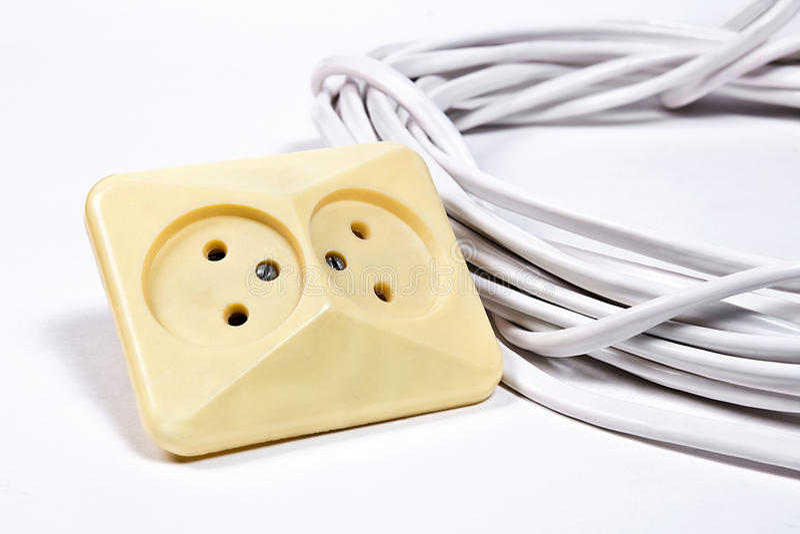 壁上插座和电缆白色表面上 库存图片