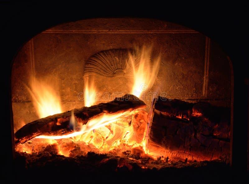 壁炉,燃烧的火 免版税库存图片