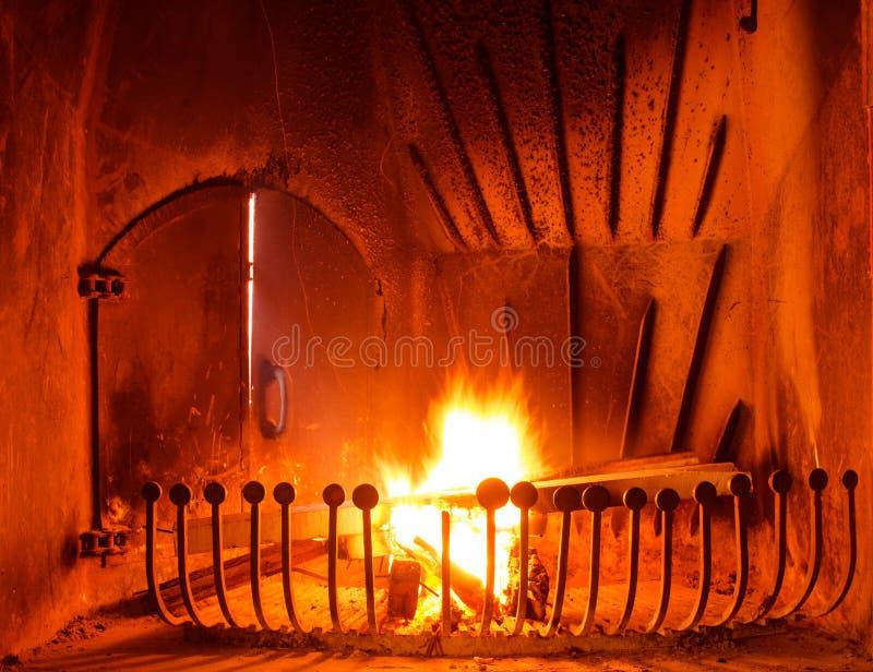 Download 壁炉 库存图片. 图片 包括有 发火焰, 方便, bulblet, 篝火, 户内, 模式, 能源, 火花 - 30332057